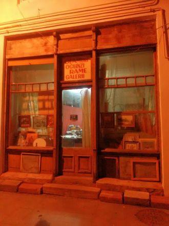 Affär i Craiova som säljer speglar, ramar mm.