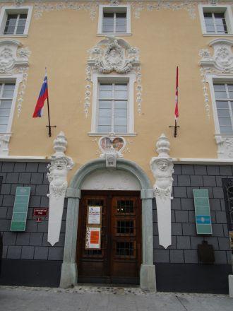 Det praktfulla barockhuset som bland annat rymmer ett biodlarmuseum.