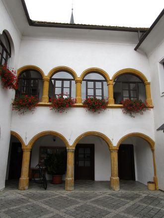 Innergård med arkader från 1500-talet.