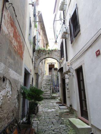 På väg mot någon av Pirans stadsportar.