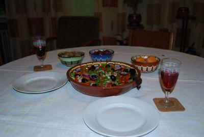 När vi kommit tillbaka till Polen bjöd Jarek på bulgarisk sallad på bulgariskt fat.