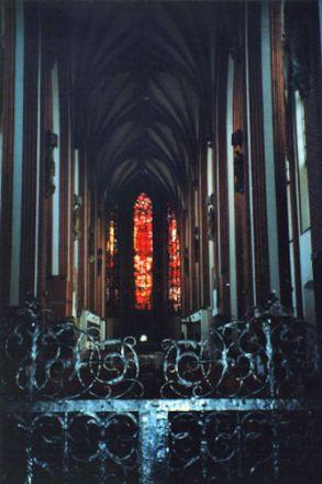Interiör från Kosc. NMP (Allra heligaste Jungfru Marie kyrka) på Sand-ön. Under kriget förstördes kyrkans utsmyckningar. Efter kriget försågs kyrkan med föremål som räddats från olika kyrkor i Niederschlesien.
