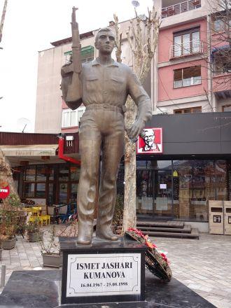 I Prizren. Kosovoalbansk soldat.