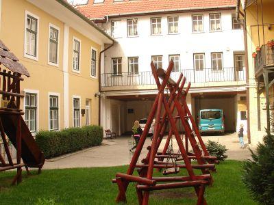 Innergården till Evangelisk-lutherska kyrkan.