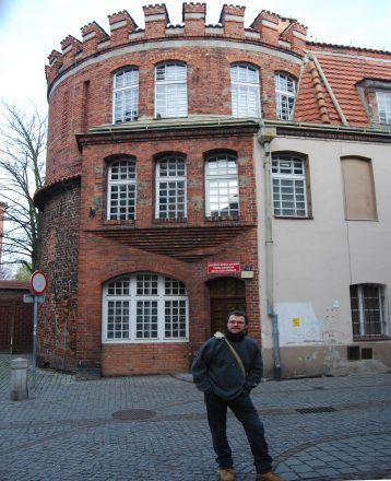 Del av stadens fästningsverk (Baszta koci łeba), i vilken institutionen för polska språket är inrymd.