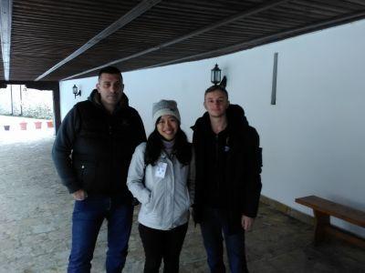 Chauffören, Peiyu och killen som arbetade i klosterbutiken iVisoki Dečani.