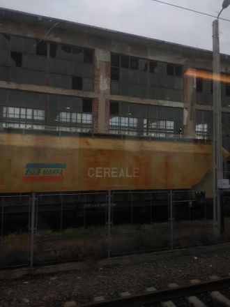 Någonstans i Rumänien. Fotot taget från tåget.