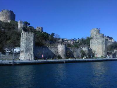 Rumeli Hisarı (fästning på Bosporens europeiska strand).