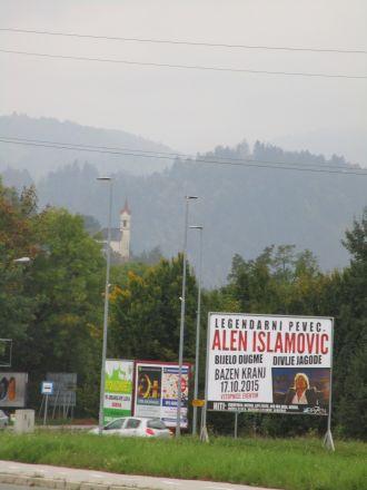 Sankt Jakobs kyrka i Škofja Loka i bakgrunden.