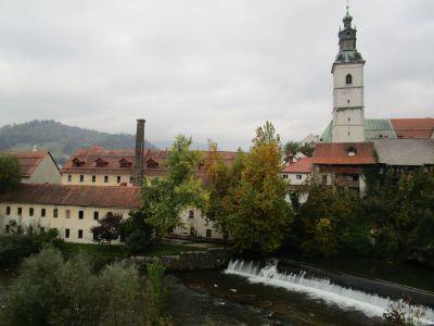 Vid floden Sora. Sankt Jakobs kyrka väntar på andra sidan.