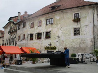 Cankarjev Trg (Cankar-torget).