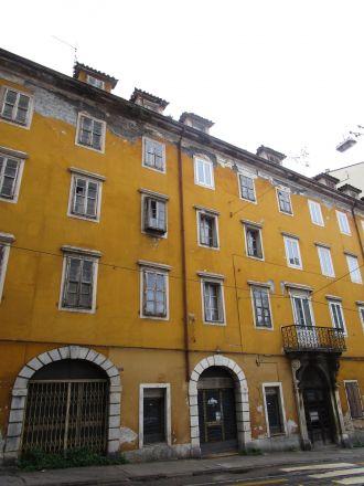 Via Martiri della Libertà igen. Ett avbrott från alla tunga, nyklassicistiska byggnader.