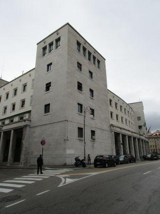 """""""Questura"""" – polismyndighet mittemot Romerska teatern."""