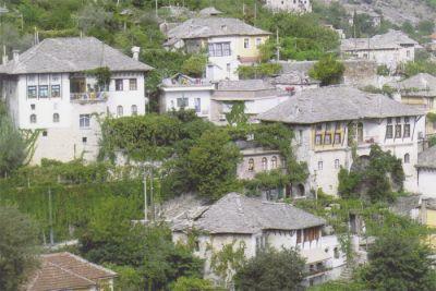 Gjirokastërs gamla ottomanska stenhus från 1800-talet finns med på UNESCO:s lista över världsarvet.